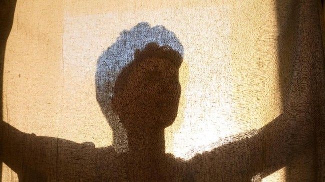 Harrison Massie, 21 tahun, berpose untuk diambil fotonya di belakang sebuah layar, satu hari sebelum ulang tahunnya di St. Louis, Missouri, Amerika Serikat. (Reuters/Sara Swaty)