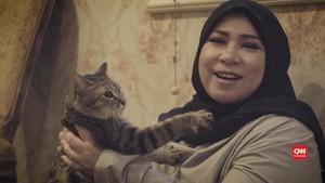 VIDEO: Melly Goeslaw, Walkman Antik, dan Kucing Kesayangan