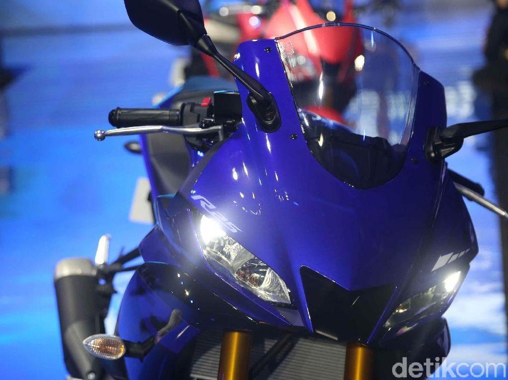 Yamaha R25 generasi terbaru tampil lebih sporty dengan desain anyar bertemakan Super Sport.