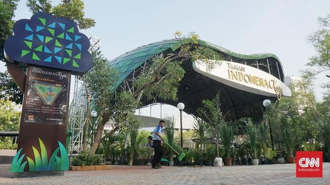 Taman yang dahulu dikenal sebagai Taman KB ini bertempat di Jl. Menteri Soepeno, Semarang ini telah dipugar dan diberikan fasilitas-fasilitas baru yang dapat mendukung aktivitas masyarakat di sekitar taman. (CNN Indonesia/Agniya Khoiri)