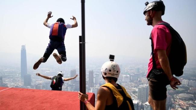 Meskipun masih tergolong baru di Indonesia, namun kompetisi olahraga ekstrim ini sudah dilangsungkan sejak tahun 1980.