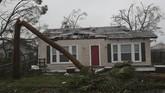 Badan penanggulangan bencana AS memperkirakan bahwa dampak badai akan meluasmengingat sebagian besar bangunan di Florida tak tahan badai(Joe Raedle/Getty Images/AFP)
