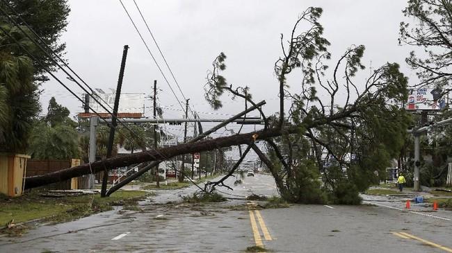 Sebelum badai menghampiri kawasan itu, warta sudah diminta mengungsi. Mereka hanya punya waktu dua hari untuk evakuasi sebelum badai menerjang (REUTERS/Jonathan Bachman)