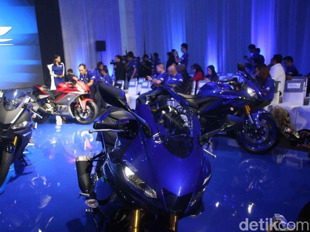 Yamaha R25 dan R3 diluncurkan sekaligus memperingati hari ulang tahun Yamaha R1 yang ke-20.