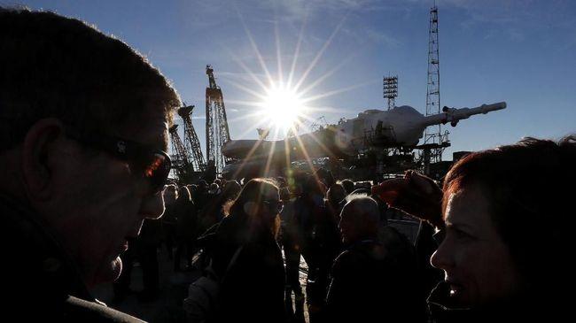 Saksikan Detik-detik Roket Soyuz Terbangkan 3 Astronaut
