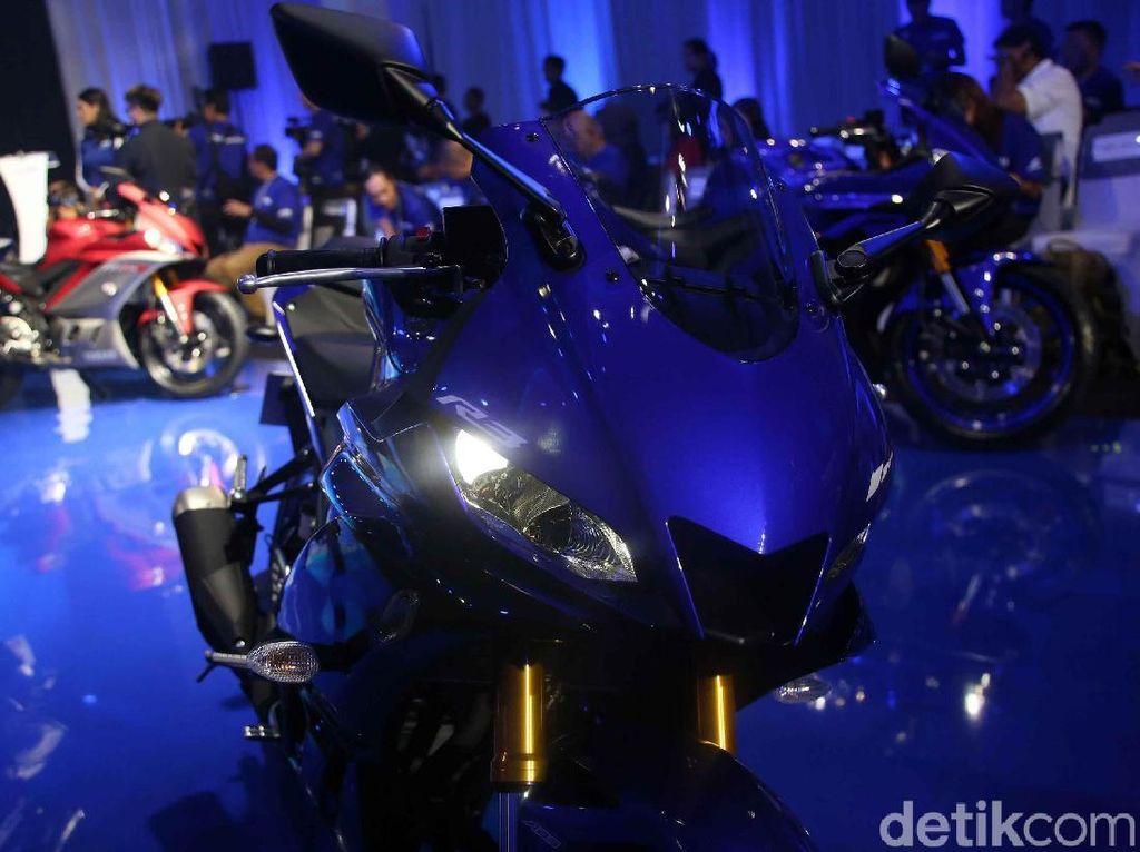 Yamaha R3 hanya memiliki satu warna khas Yamaha, yakni biru.