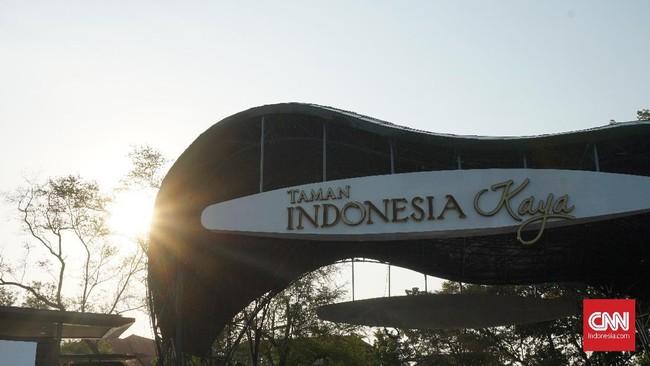 Terletak di pusat kota Semarang, Taman Indonesia Kaya hadir sebagai warna baru bagi ibukota Jawa Tengah ini yang menjadi rumah bagi para seniman untuk berbagai macam kegiatan serta pertunjukan seni budaya. (CNN Indonesia/Agniya Khoiri)