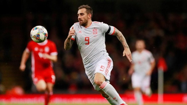 Pada laga internasional lainnya, Spanyol juga sukses meraup kemenangan telak saat melawat ke markas Wales. Tim Matador mengalahkan Wales 4-1 di Stadion Millennium. (Reuters/Andrew Couldridge)