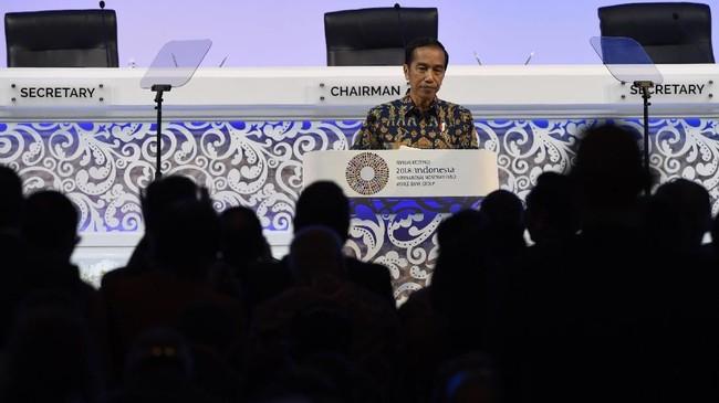 Presiden Joko Widodo menerima standing applouse dari peserta Pertemuan Tahunan IMF-World Bank 2018. (ANTARA FOTO/Puspa Perwitasari).
