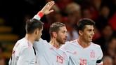 Francisco Alcacer jadi bintang kemenangan Spanyol dengan sepasang golnya ke gawang Wales, sementara sisanya masing-masing disumbangkan Sergio Ramos dan Marc Bartra. (Reuters/Andrew Couldridge)