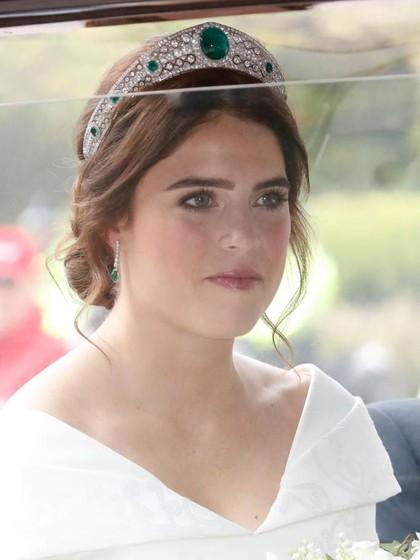 Menikah, Putri Eugenie Cantik Bergaun Putih & Pakai Tiara