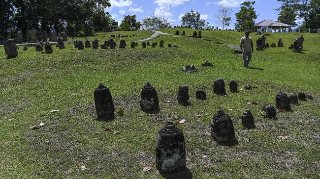 Makam Mahligai didirikan oleh Tuan Syekh Siddiq yang jenazahnya juga dimakamkan di kompleks tersebut. (ANTARA FOTO/Sigid Kurniawan).