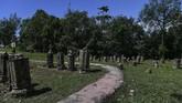 Juru makam Mahligai, Fahruddin menuturkan berdasarkan penelusuran dan sejarah dari tulisan di batu nisan makam, terdapat batu nisan Tuan Syekh Rukunuddin yang tertulis wafat pada malam 13 Syafar, Tahun 48 Hijriah, abad ke 7 Masehi, dalam usia 102 Tahun, 2 Bulan, 10 Hari. (ANTARA FOTO/Sigid Kurniawan).