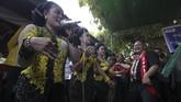 Salah satunya seperti yang rutin digelar warga di Mede, Kecamatan Sambikerep, Surabaya, Jawa Timur. (ANTARA FOTO/Moch Asim).