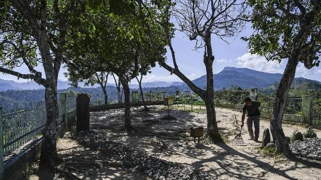 Di Barus terdapat sejumlah makam yang ditengarai sebagai salah satu bukti awal masuknya Islam di Nusantara, di antaranya makam Mahligai dan makam Papan Tinggi. (ANTARA FOTO/Sigid Kurniawan).
