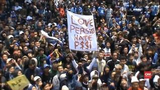 VIDEO: Ribuan Bobotoh Gelar Unjuk Rasa Usai Persib Dihukum