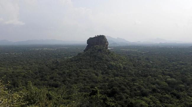 Sigiriya terletak di dekat kota Dhambulla, Distrik Matale, Sri Lanka. (REUTERS/Dinuka Liyanawatte)