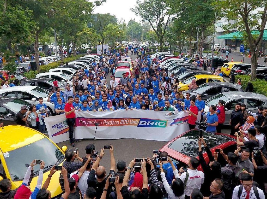 Honda Serah Terima Unit dan Umumkan Pemenang Kontes All New Honda Brio