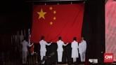 Pengibaran bendera China sebagai tuan rumah Asian Para Games selanjutnya yang akan digelar di Kota Hangzhou pada 2022 mendatang. (CNN Indonesia/Adhi Wicaksono)