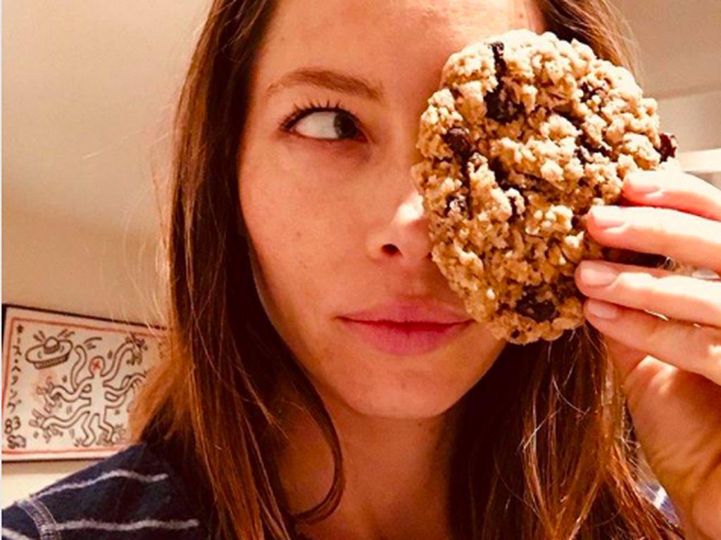 Doyan Makan, Jessica Biel Buktikan Lewat 10 Foto Ini
