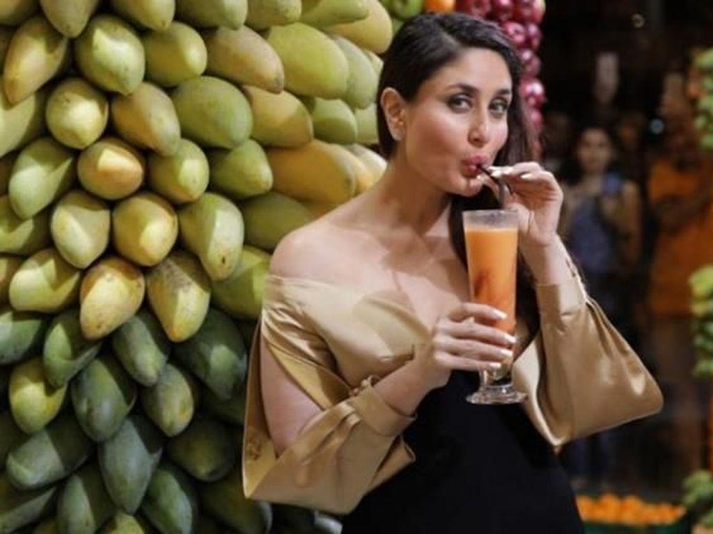 Suka Makanan Manis, Ini Keseruan Kareena Kapoor Saat Makan Bersama Keluarga