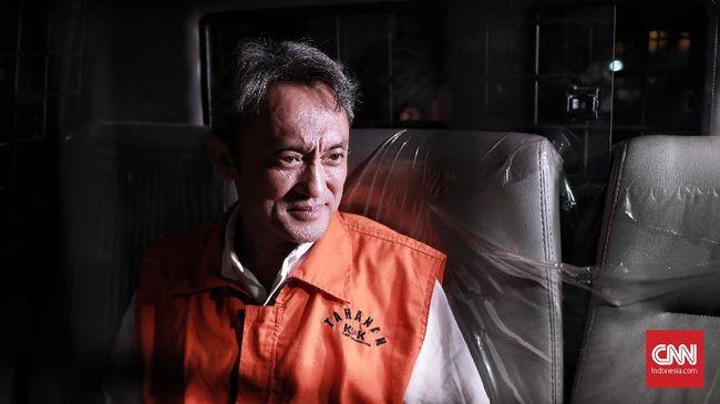 Bantu Eddy Sindoro, Petugas Imigrasi Kembalikan Rp30 Juta