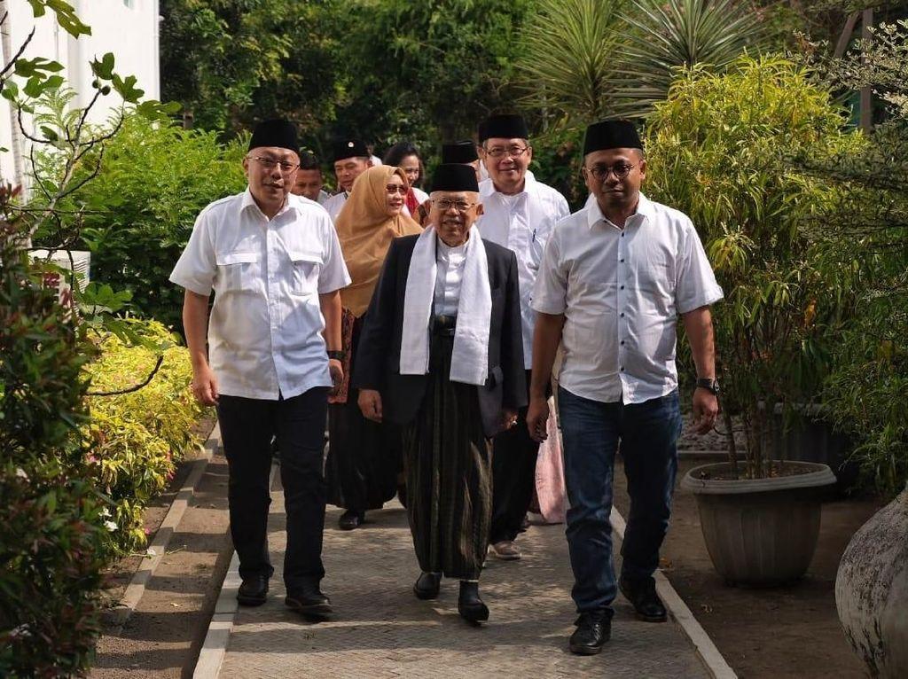 Foto: KH Maruf Amin, bertandang ke Keraton Kilen Yogyakarta pagi ini. Kedatangannya untuk sowan atau bersilaturahmi dengan Raja Keraton Yogyakarta, Sri Sultan Hamengku Buwono (HB) X dan keluarga. (Dok Istimewa).