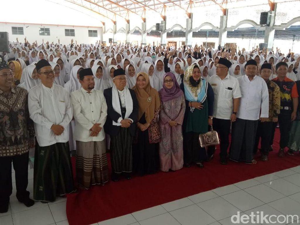 Selain sowan ke Keraton Yogyakarta, Maruf Amin juga bersilaturahmi ke sejumlah tokoh. Ia mendatangi rekan-rekannya di Pondok Pesantren Krapyak dan tokoh Muhammadiyah, Buya Syafii. (Dok Istimewa).