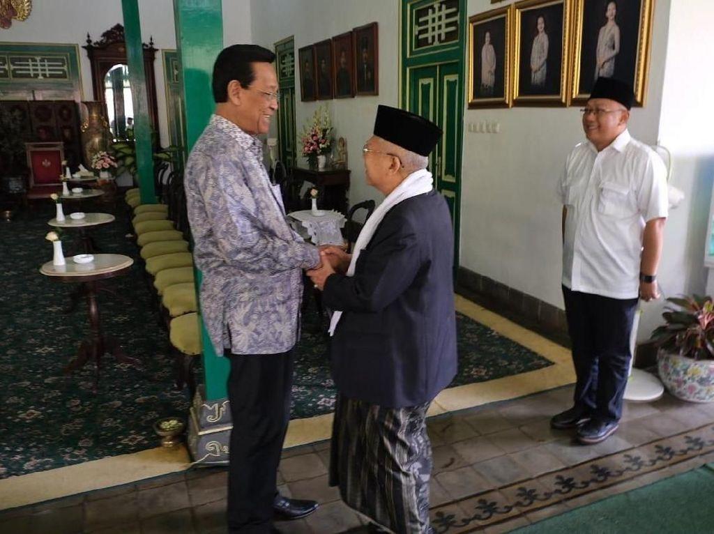 Foto: Maruf Amin mendapat sambutan hangat dari orang nomor satu di DIY itu. Maruf turut didampingi istrinya, Wury Estu Handayani dan anaknya, Siti Haniatunnisa. Turut menemani pula dari Tim Kampanye Nasional (TKN) Jokowi-Maruf, Ipang Wahid dan Misbahul Ulum. (Dok Istimewa).