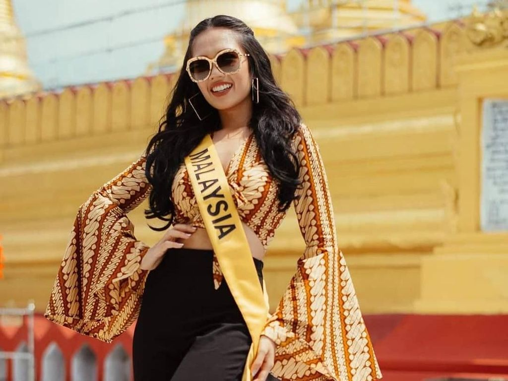 Ini Debra, Miss Grand International Malaysia yang Dicibir Karena Berbatik