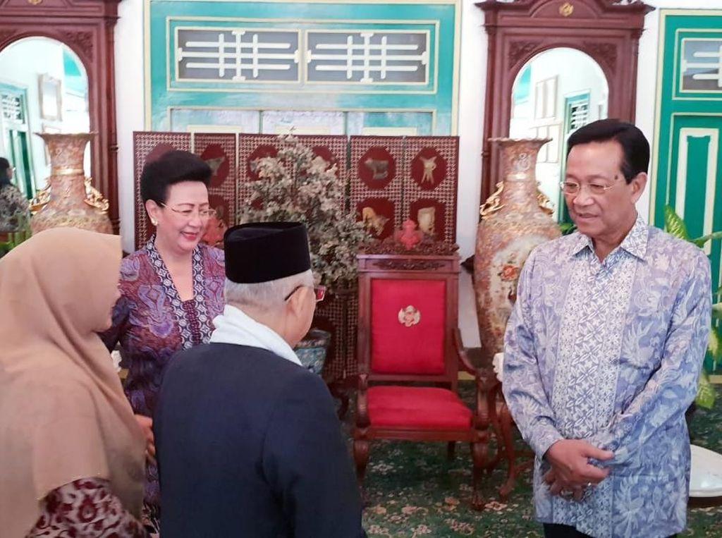 Foto: Ratu Keraton Yogyakarta, GKR Hemas turut menyambut Maruf dan istrinya. GKR merupakan anggota DPD RI. (Dok Istimewa).