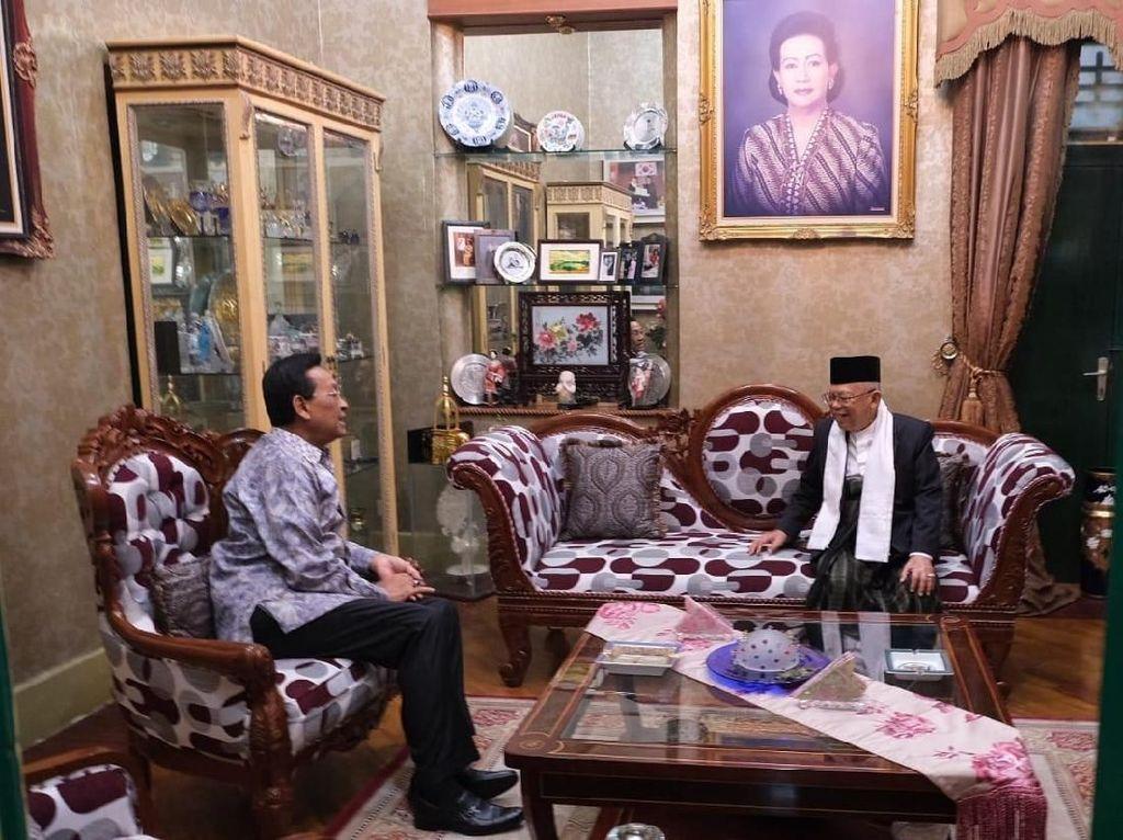 Foto: Maruf Amin dan Sultan HB X sempat berbincang empat mata. Beliau banyak berdiskusi tentang berbagai masalah, termasuk tentang demokrasi, kata Maruf usai bertemu Sultan HB X. (Dok Istimewa).