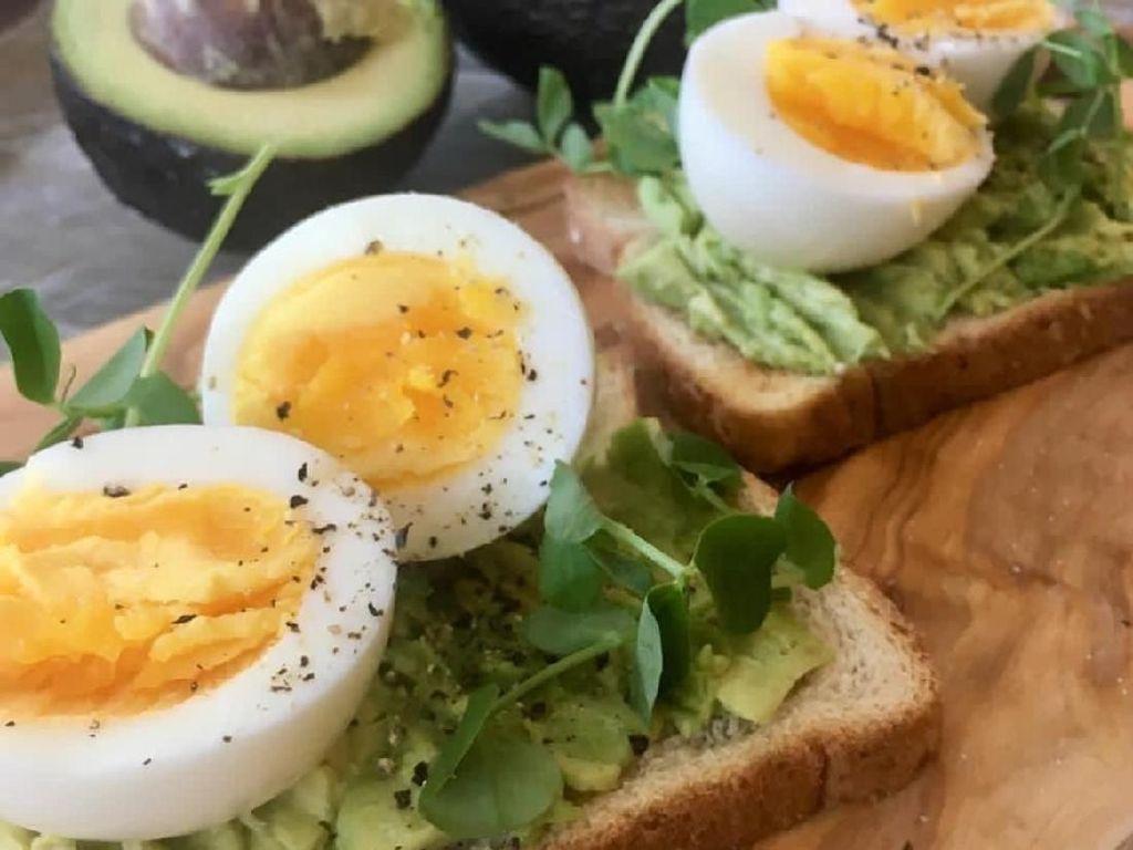 Bosan Sarapan Roti Tawar? Bikin Saja Avocado Toast yang Kekinian Ini