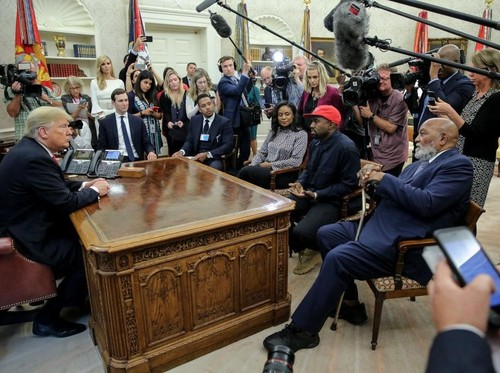 Foto: Bertemu Kanye West, Ivanka Trump Pakai Baju Rp 30 Juta
