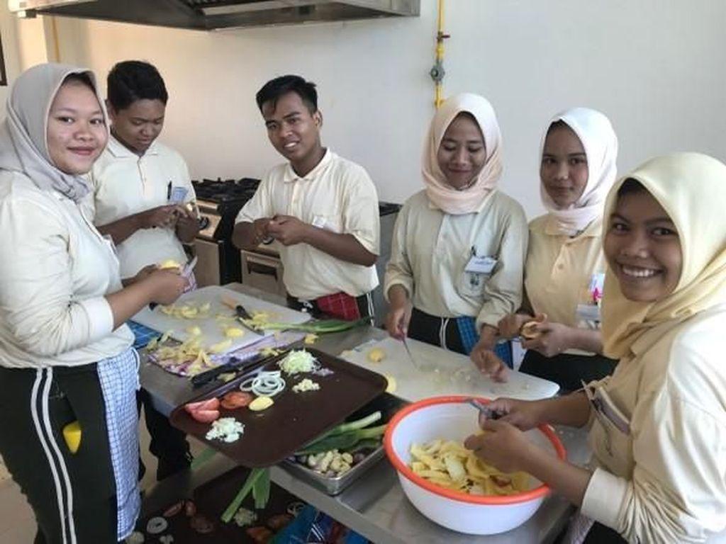 Swiss Bantu Politeknik Pariwisata Lombok Bangun SDM