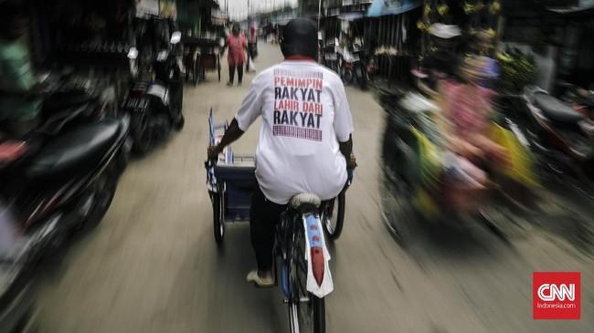Untuk transportasi, Gubernur Anies berencana melegalkan becak di Jakarta melalui revisi Perda Ketertiban Umum. Hal itu merupakan salah satu janji politik Anies pada era kampanye. (CNNIndonesia/Adhi Wicaksono)