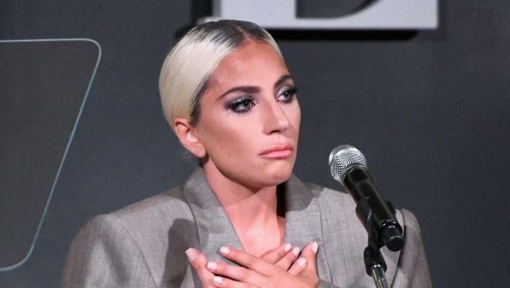 Lady Gaga Pakai Jas Pria ke 'Women In Hollywood', Alasannya Bikin Kagum