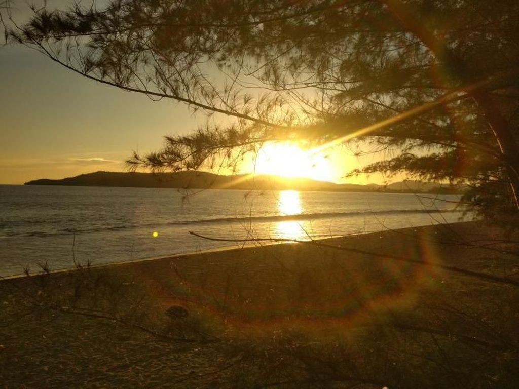 Onde Mande! Indahnya Sunset di Kawasan Pantai Mandeh Sumbar