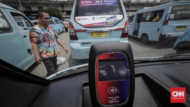 Gubernur DKI Anies Baswedan mengubah nama program integrasi angkutan umum tarif Rp3.500 per tiga jam, One Karcis One Trip (OK Otrip), menjadi Jak Lingko dengan sistem yang sama.(CNNIndonesia/Adhi icaksono)