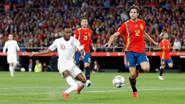 Raheem Sterling membuka keunggulan bagi timnas Inggris pada menit ke-16 setelah menerima umpan dari Marcus Rashford. Total Sterling sudah mencetak empat gol untuk timnas Inggris. (Action Images via Reuters/Carl Recine)