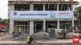 Program rumah DP nol rupiah jadi salah satu unggulan Anies semasa kampanye. Saat ini, proyek dalam bentuk rusunami itu mulai dibangun di kawasan Pondok Klapa Village, Pondok Kelapa, Jakarta Timur, Jumat(12/10). (CNNIndonesia/Safir Makki)