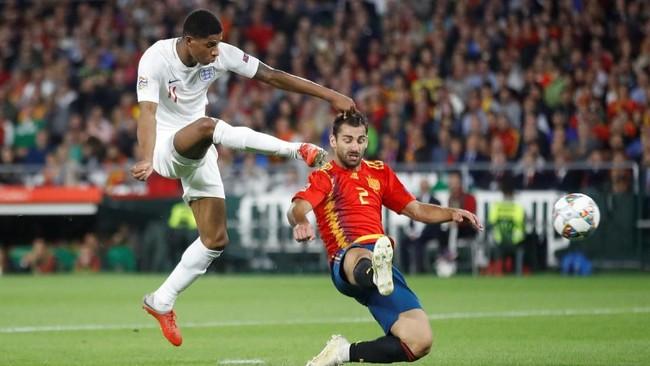Marcus Rashford menggandakan keunggulan timnas Inggris pada menit ke-29 berkat assist Harry Kane. Gol itu merupakan yang ketiga bagi Rashford di timnas Inggris dalam empat laga terakhir. (Action Images via Reuters/Carl Recine)