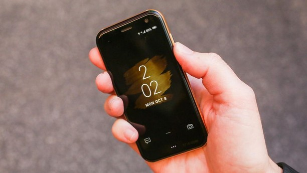 Penampakan Palm, Ponsel Mini buat Ponsel