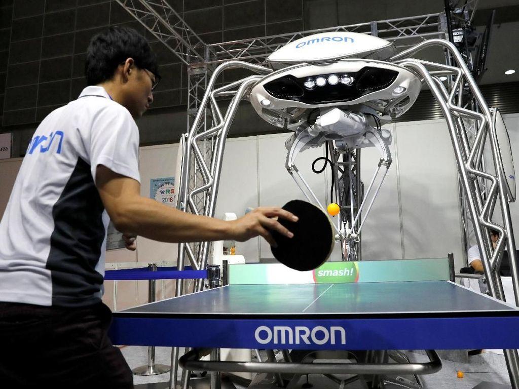 Selain robot android tokoh terkenal Jepang, dalam pameran World Robot Summit 2018 hadir pula sebuah robot yang dapat menjadi teman untuk bermain tenis meja. Robot bernama Forpheus itu memiliki bentuk yang satu set dengan meja olahraga tenis meja tersebut. Kemampuan bermain robot ini pun tak sembarangan sehingga para pecinta olahraga tenis meja pun dapat bermain sambil berlatih mengasah kemampuan bermain olahraga yang terkenal pula dengan sebutan pingpong tersebut. Kim Kyung-Hoon/Reuters.