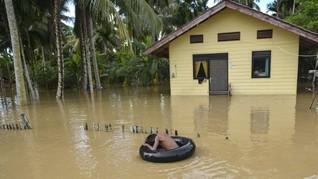 FOTO: Sungai Meluap, Aceh Jaya Diterjang Banjir