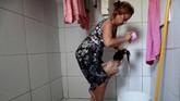 Hampir tiga tahun setelah wabah Zika mengguncang wilayahnya, banyak dari wanita itu pelan-pelan mencoba menyesuaikan diri. (REUTERS/Ueslei Marcelino)