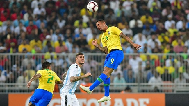 Laga persahabatan Argentina vs Brasil kali ini digelar di Stadion King Abdullah Sports City, Jeddah, Arab Saudi, Selasa (16/10) waktu setempat. (REUTERS/Waleed Ali)