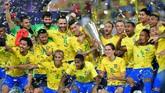 Kemenangan Brasil atas Argentina dirayakan dengan gegap gempita. Sebab, kedua tim Amerika Latin ini merupakan rival abadi. (REUTERS/Waleed Ali)