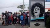 Petugas keamanan pun menutup perbatasan Honduras dan Guatemala agar imigran tak bisa lagi melintas. (Reuters/Jorge Cabrera)