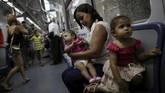 Di timur laut Brasil, ada sekitar 30 wanita terkena virus Zika saat mengandung. Kebanyakan dari mereka ditinggalkan suami dan terpaksa harus merawat sang bayi seorang diri. (REUTERS/Ueslei Marcelino)